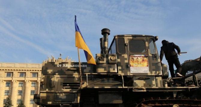 Харьковские волонтеры отремонтировали экскаватор, который будет копать ров на границе с Россией