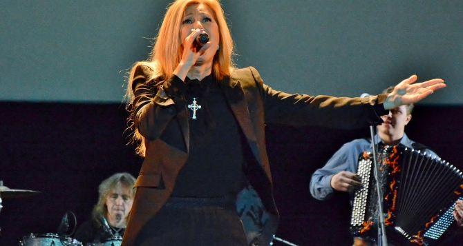 В Луганске дала концерт Вика Цыганова (видео)