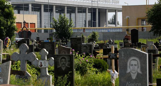 Бои за Донецкий аэропорт: под обстрел попало кладбище +
