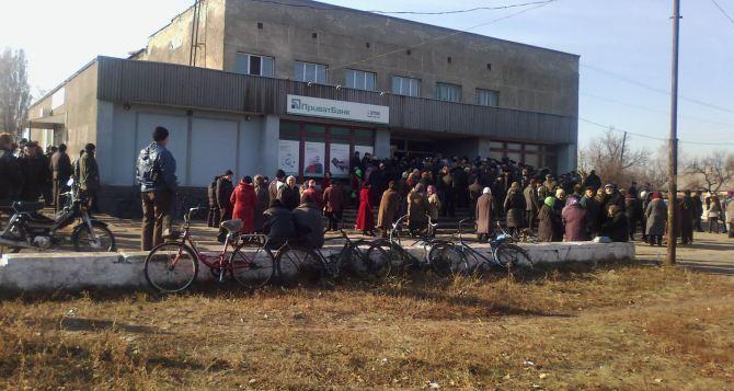 В Чернухино Луганской области привезли пенсии, восстанавливают работу всех служб