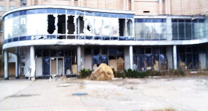 Шрамы войны: свежие фотографии Луганска