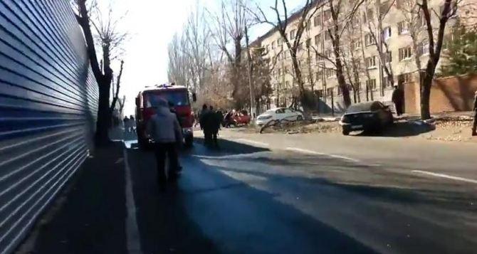 Взрыв на железнодорожном рынке в Донецке (видео)