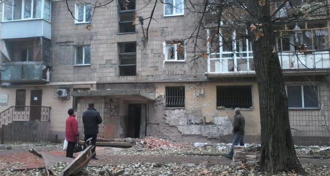 Последствия обстрела Донецка: пострадали жилые дома (фото)