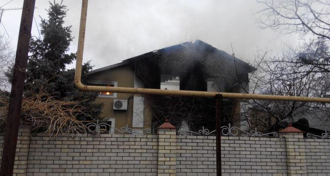 Последствия боевых действий в Донецкой области: в Авдеевке снаряд попал в жилой дом (фото, видео)