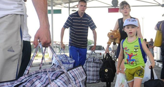 Поток беженцев с Донбасса вРФ не уменьшается