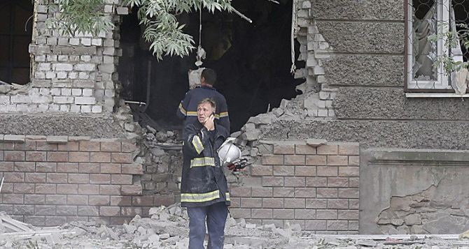 Опасная профессия, или Как в Луганске спасатели работали во время боевых действий (видео)