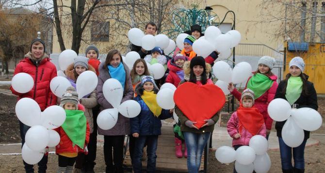 В Молодогвардейске появилась новая спортплощадка, «Сквер влюбленных» и наружное освещение в густонаселенном районе (фото)