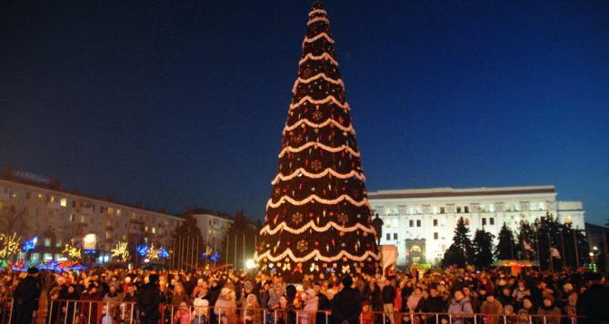 В Луганске готовятся зажечь новогоднюю елку