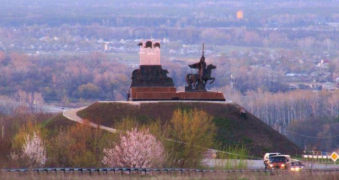На окраине Станицы Луганской возле базы отдыха «Дубрава» идет бой