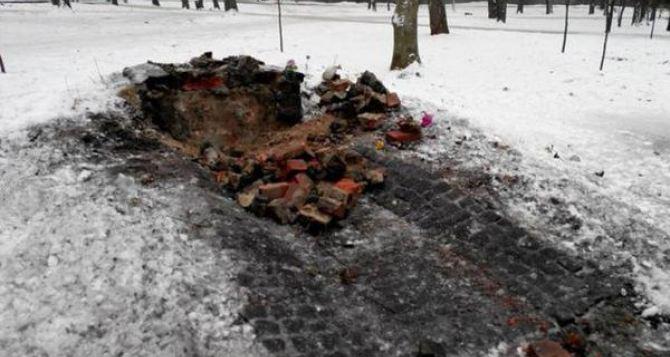 На месте памятного знака воинам УПА в Харькове луганчане хотят установить крест