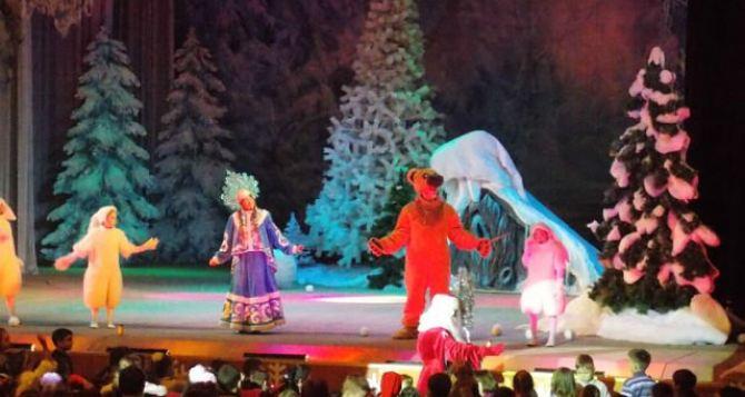 Для жителей Луганска покажут новогоднее представление «Волшебная шкатулка»