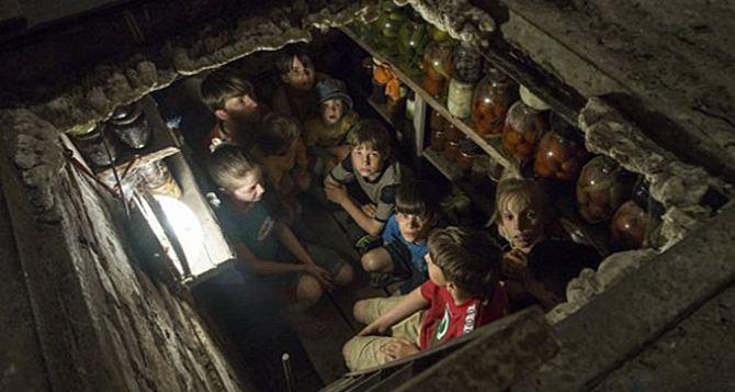 В зоне боевых действий на Донбассе остается около миллиона детей