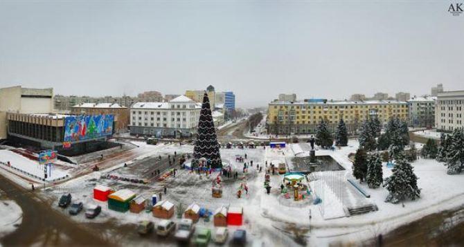 Турнир по боксу, ярмарка, концерт: как в Луганске будут открывать главную елку