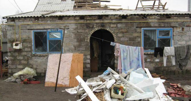 В Трехизбенке восстанавливают дома, пострадавшие от обстрелов (фото)