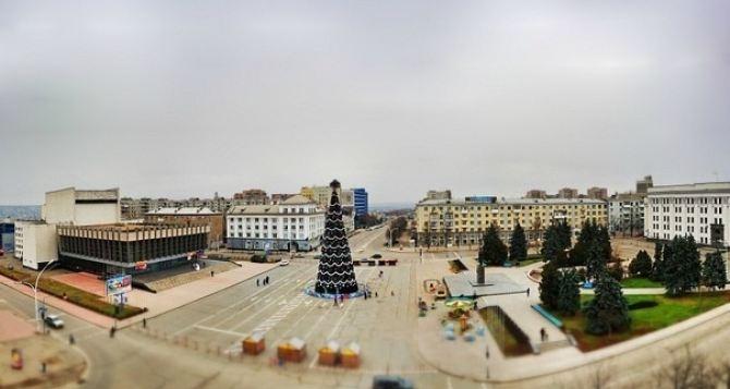 В Луганске продолжают подключать праздничную иллюминацию
