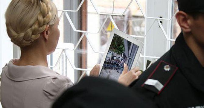 Суд оставил под стражей одного тюремщика Тимошенко, другого— отправил под домашний арест