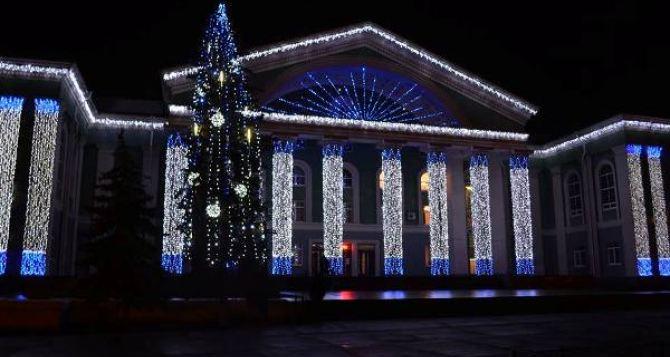 Главная елка Луганской области в ТОПе самых высоких новогодних деревьев страны