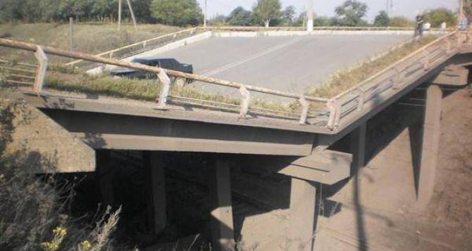В Донецкой области разрушили очередной мост (видео)
