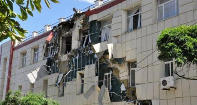 Как в Луганске восстанавливают после летних бомбежек школы и детские сады? (видео)