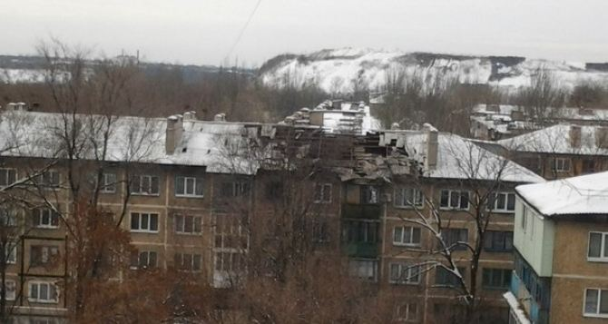 Последствия артиллерийского обстрела жилых домов в Донецке (фото)