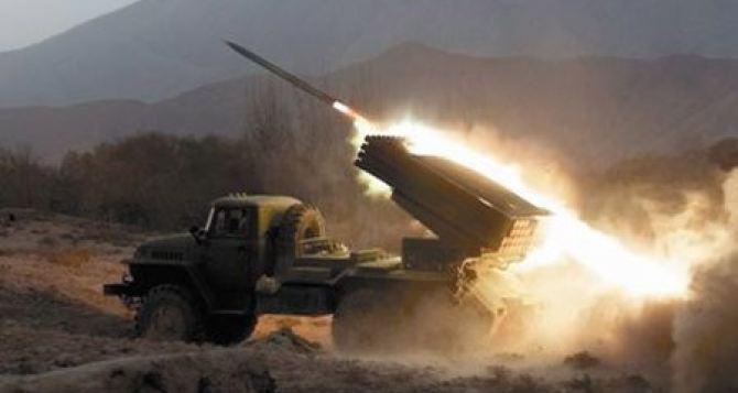 Станица Луганская попала под обстрел из артиллерии и минометов