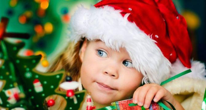 В Луганске детям показали рождественскую сказку (видео)