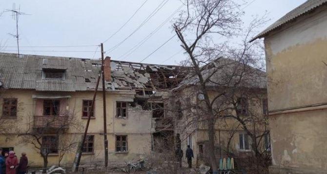 Обстрелянное Счастье: последствия попадания снарядов в жилые дома (фото)