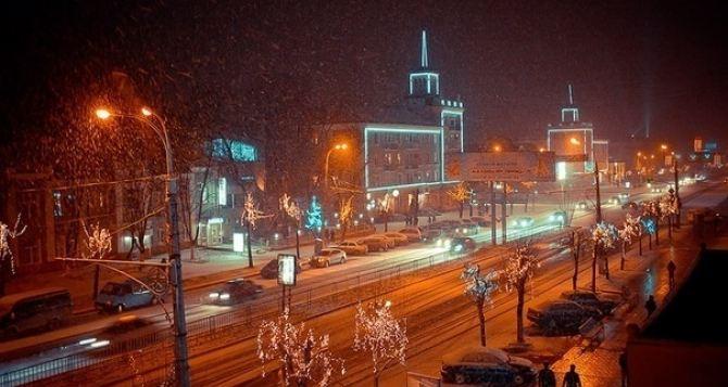 В Луганске демонтируют праздничную иллюминацию