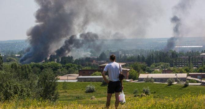 Боевые действия в Станице Луганской: разрушены жилые дома, ранена женщина