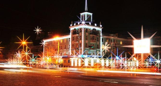 В Луганске убрали праздничную иллюминацию с улиц города