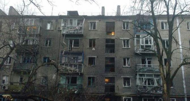 При обстреле Стаханова погибли 4 мирных жителя, среди них ребенок, 8 человек ранены