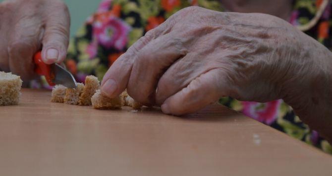 Луганчан просят сообщать об одиноких пожилых людях, нуждающихся в помощи