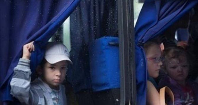 Из села вблизи Дебальцево эвакуировали детей в безопасное место