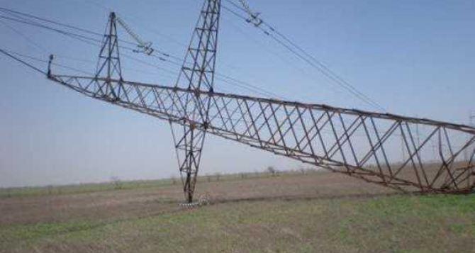 В Донецке в результате обстрела упала линия электропередач 110 кв и прожгла подземный газопровод