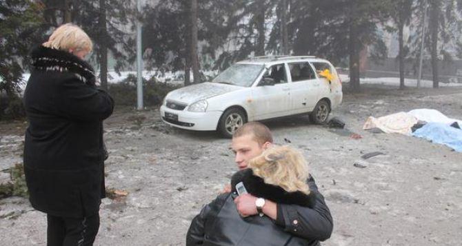 «Они ждали гуманитарной помощи...». Под обстрелом в Донецке погибли 12 человек (фото)
