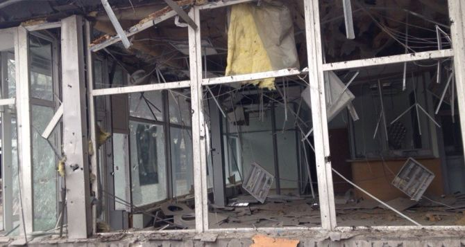 Последствия обстрела в Донецке: улица Артема (фото)