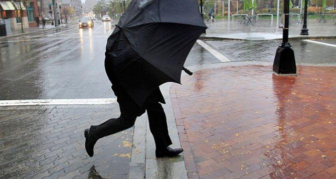 Будьте осторожны: в Луганске снова объявили штормовое предупреждение