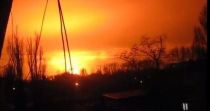 Мощный взрыв в Донецке: видео с камеры наблюдения
