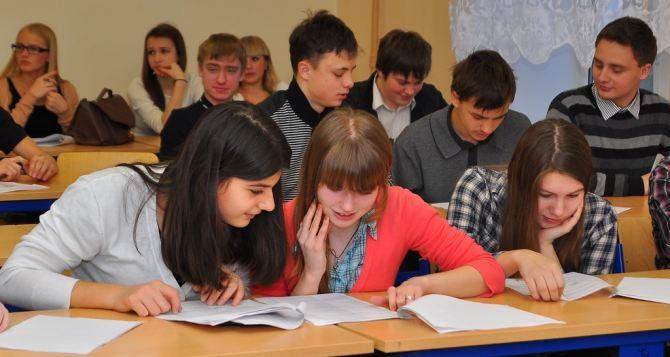 В следующем году 12-летнего обучения в школах не будет. —Минобразования