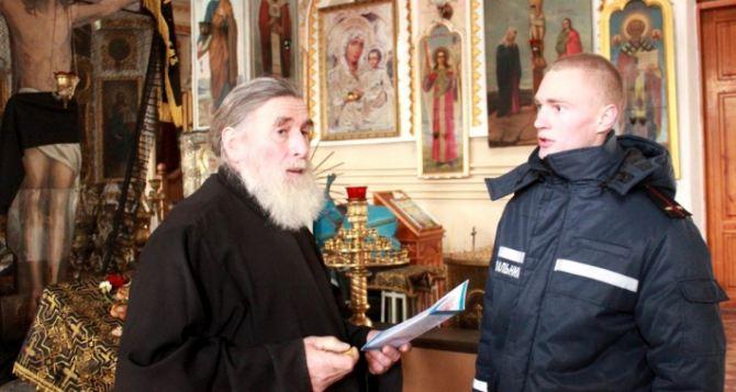 В Луганске прошлись с проверкой по храмам  (видео)