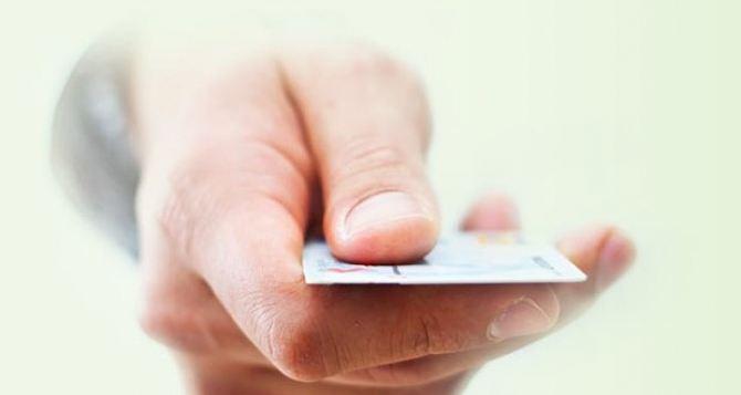 В ЛНР открывают зарплатные счета, но пока не вводят пластиковые карты