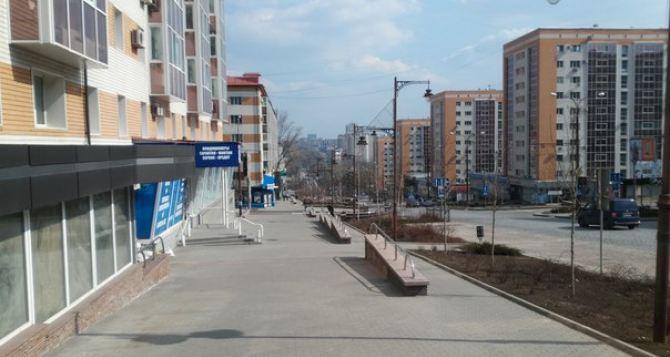Пустынные улицы, пустые супермаркеты, бананы по 64 гривны: свежие фото Донецка