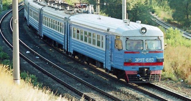 Впервые после боевых действий из Ясиноватой в Луганск пустили дизельный поезд
