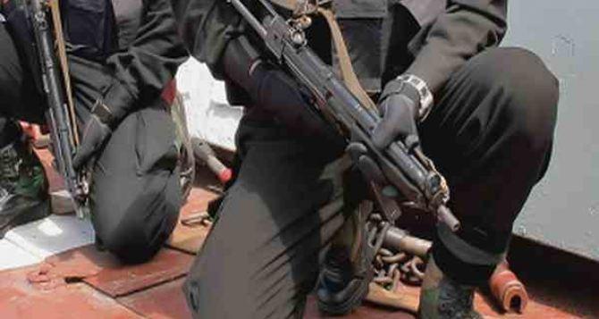 В Антраците разоружили 120 человек и изъяли 4 грузовика с оружием