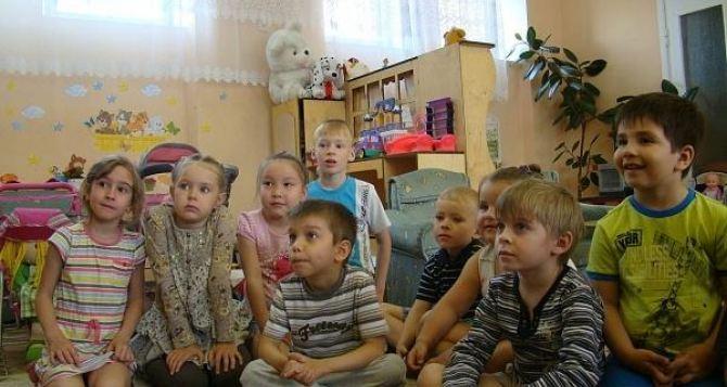 В Донецке часть детских садов и школ остаются непригодными из-за разрушений вследствие боевых действий