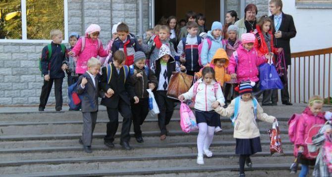 В Луганске в школах и детских садах провели «эвакуацию»