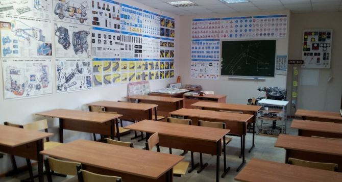 В Украине из-за событий на Донбассе и в Крыму стало меньше школ