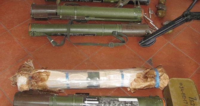 В Луганской области мужчина добровольно сдал целый арсенал оружия (фото)