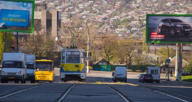 В Луганске восстанавливают контактные сети трамвая