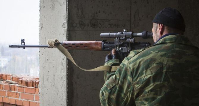 Под обстрел попал Славяносербск. Повреждены жилые дома и техникум